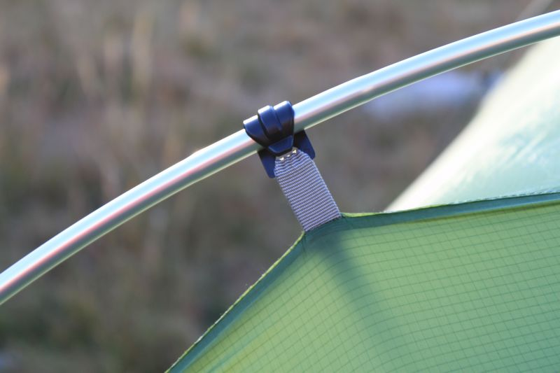 Système d'attache par clips sur la tente vaude taurus ul xp